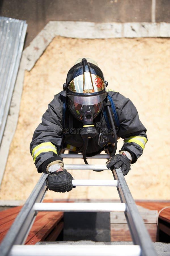 上升火消防队员台阶 免版税库存照片