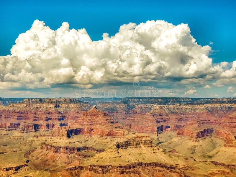 上升的云彩和蓝天在大峡谷 图库摄影