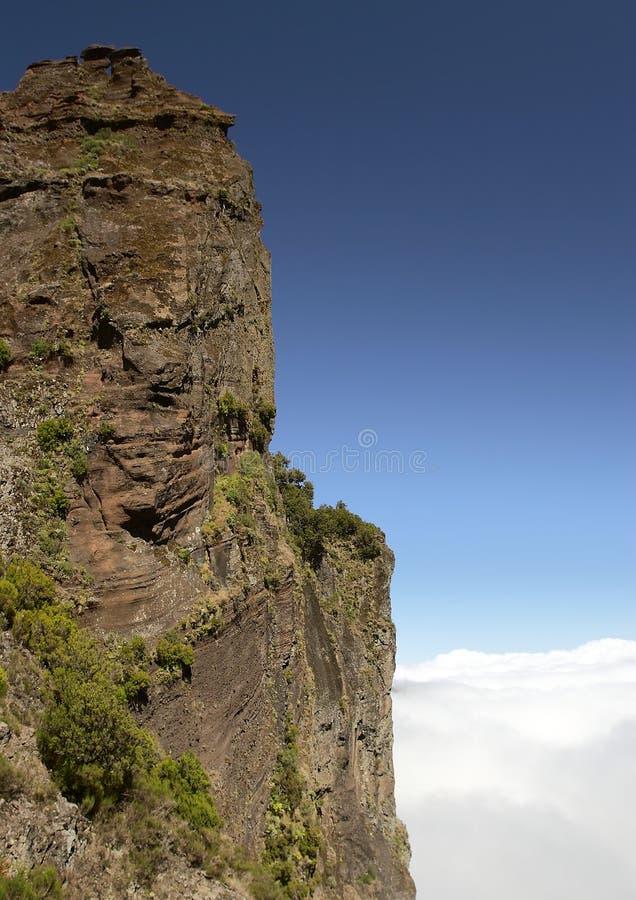 上升的山岩石 免版税库存图片
