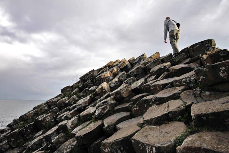 上升的巨人的堤道石头 免版税库存照片