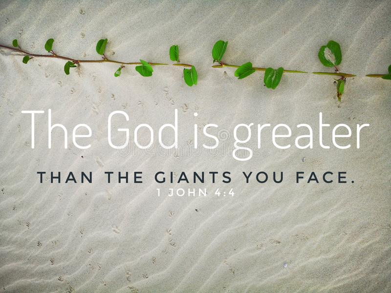 上帝是伟大与圣经基督教的诗歌设计有沙滩背景 免版税库存照片