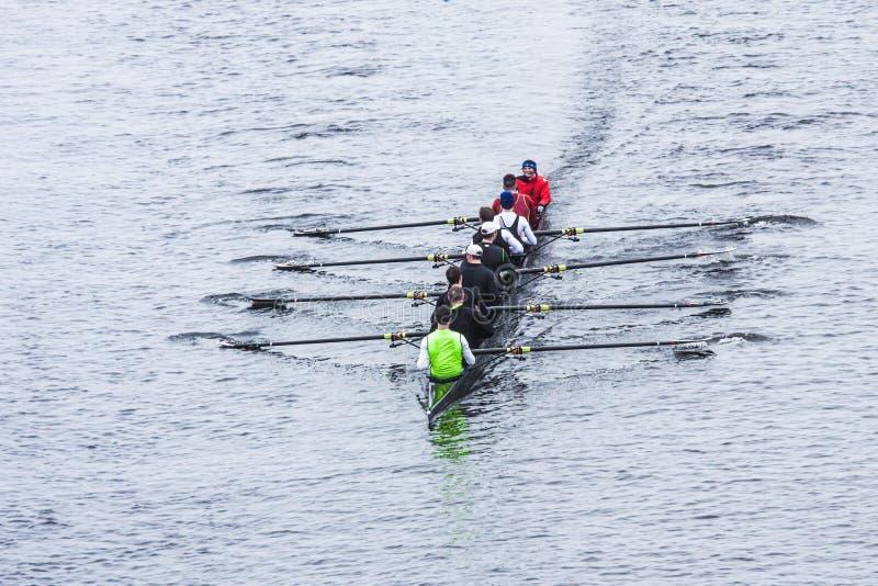 上帝河的划船者在雨中 图库摄影