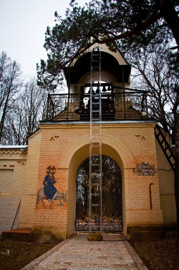 上帝的母亲的叹气的教会钟楼  图库摄影