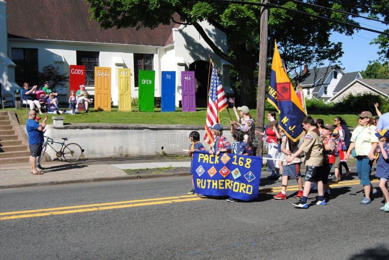 上帝的门对所有,走在一次阵亡将士纪念日游行,拉塞福,NJ,美国的侦察员开放 库存图片