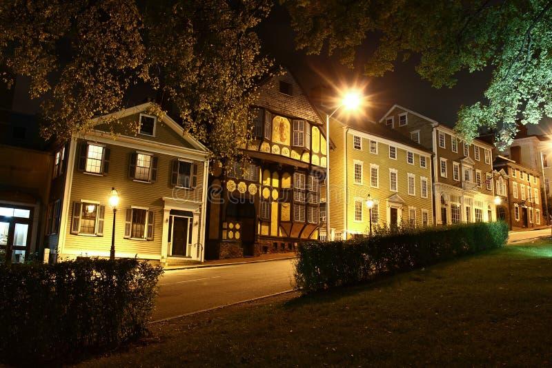 上帝罗德岛州街在晚上 免版税库存图片