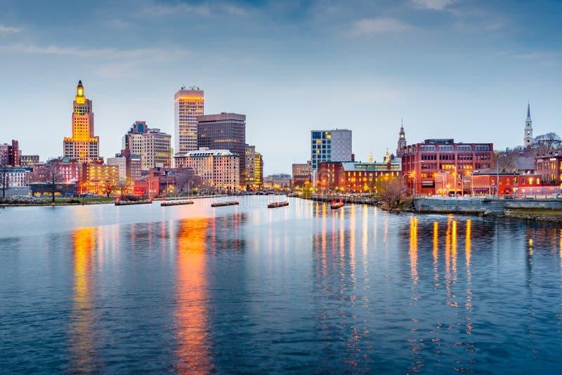 上帝,罗德岛州街市都市风景被观看从上帝河上 库存照片