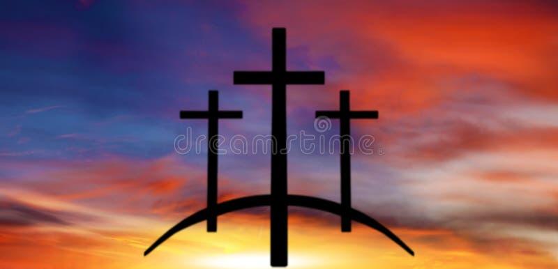 上帝` s十字架 在黑暗的天空的光 背景天堂耶稣宗教信仰 免版税库存图片