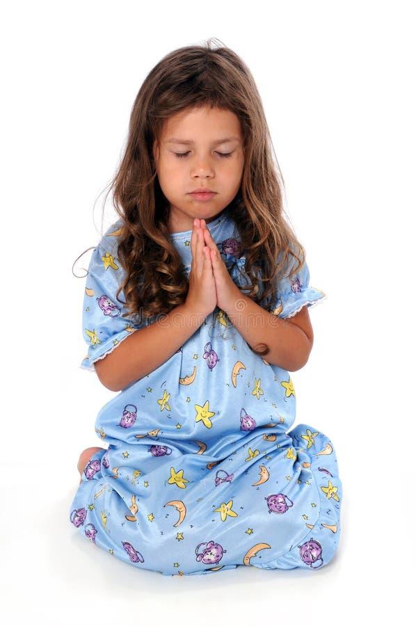 上床时间女孩少许祷告 免版税库存图片
