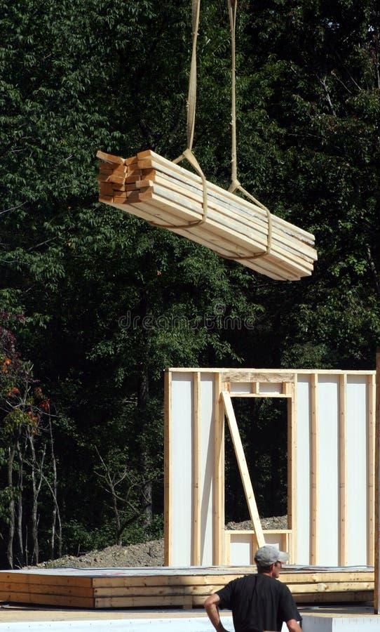 上建筑用起重机滴下的站点 免版税库存照片