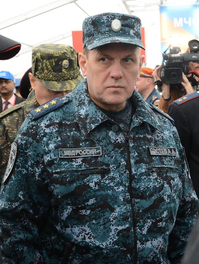上校一般警察,内政部长代理俄罗斯联邦在国际沙龙的Arkady Gostev的 库存照片
