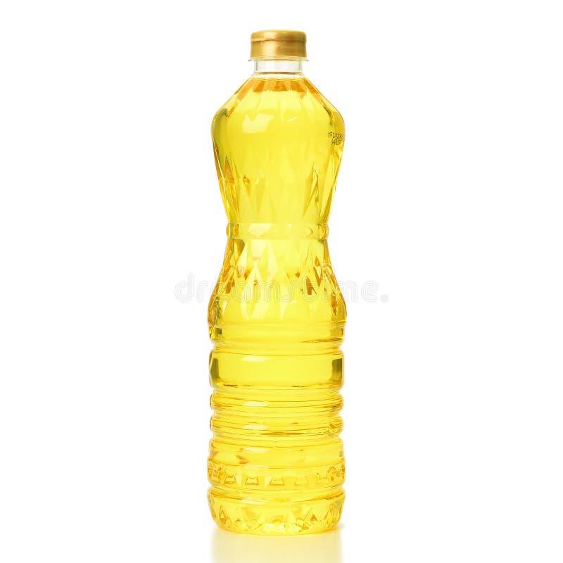 上油在白色背景隔绝的塑料瓶 免版税库存图片