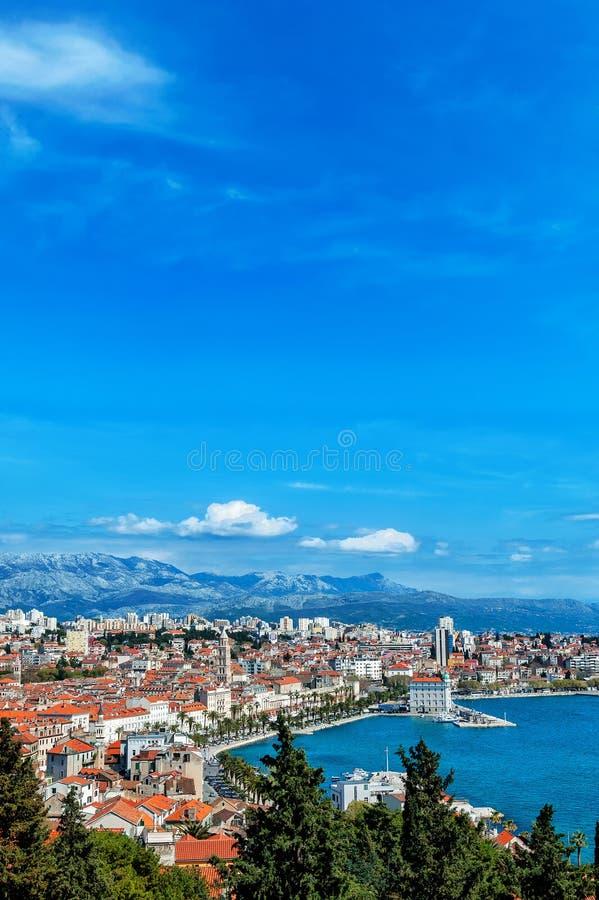 从上流的全景在分裂克罗地亚城市 库存图片