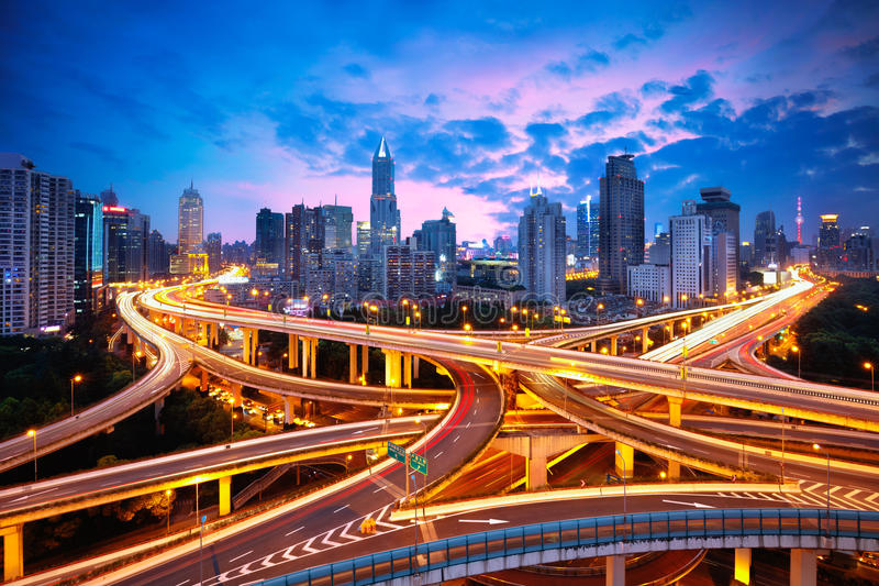 上海举起了公路交叉点和互换天桥 免版税库存图片