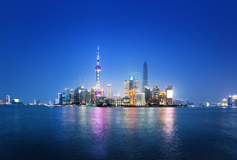 上海在晚上,中国 免版税库存图片