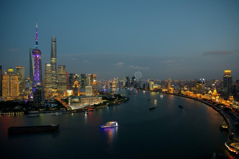 上海在晚上-障壁、黄浦江和陆家嘴财政地区 图库摄影