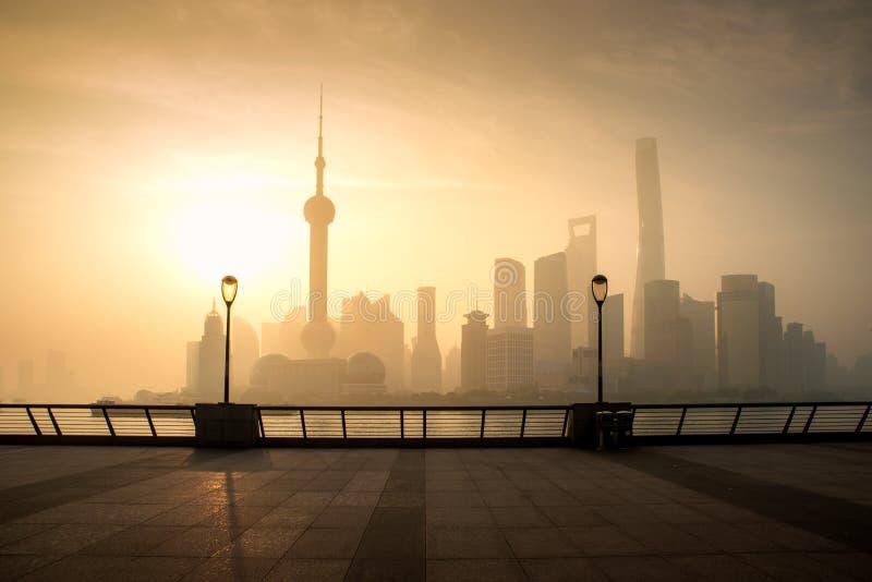 上海在moring的地平线都市风景在luajiazui财务和商业区贸易区在上海,中国 免版税库存图片