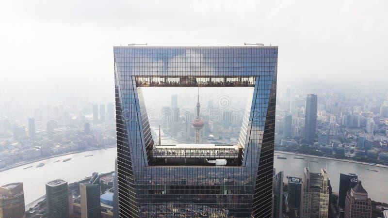 上海地平线捕获  上海环球金融中心、珍珠塔、Hungpu河和障壁 库存照片