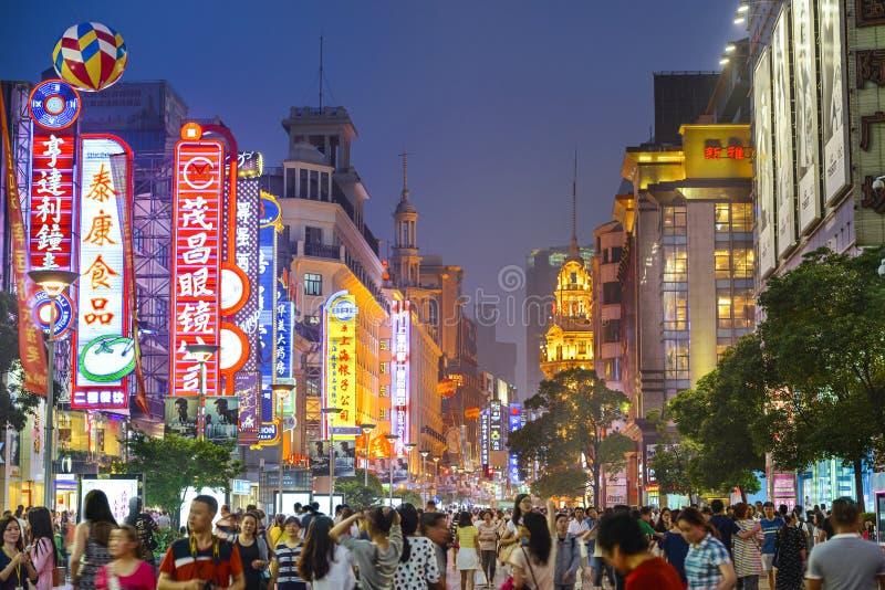 上海,中国南京路购物的Distict都市风景 库存照片
