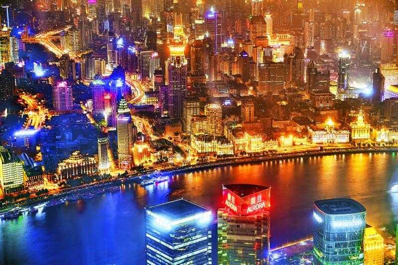 上海,中国- 2015年5月24日:美丽和办公室摩天大楼 库存照片