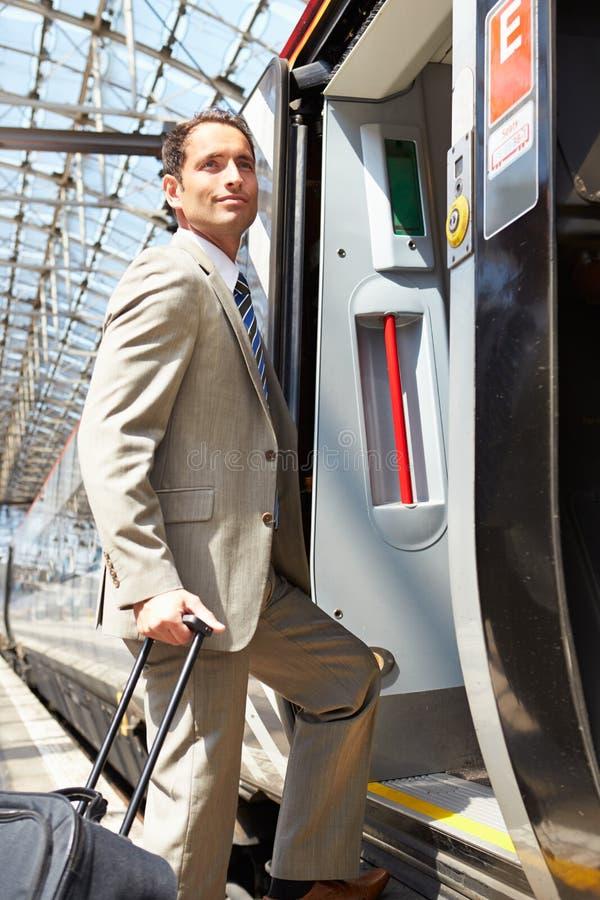 上火车的商人在平台 库存图片