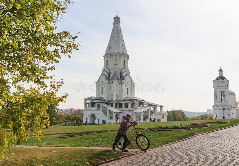 上生和圣乔治的教会钟楼 博物馆储备Kolomenskoye 图库摄影