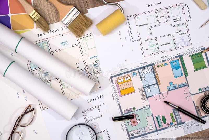 上色与房子计划和绘图工具的取样器 图库摄影