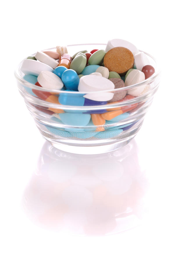 上色了许多药片茶碟 免版税库存图片