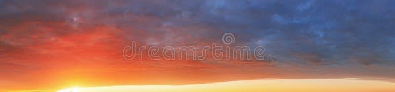 上色天空背景在日落-全景 库存图片