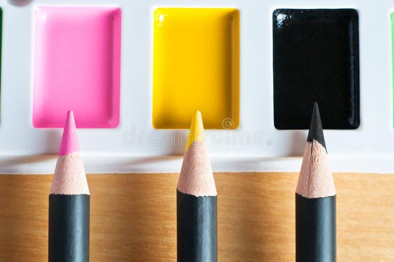 上色媒体混合的调色板 免版税库存照片