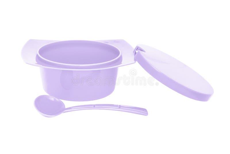 上色有匙子的紫色塑料糖罐在白色背景 免版税图库摄影