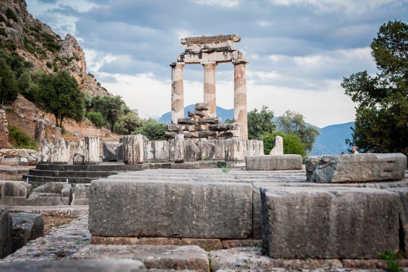 上部中希腊,圣所8月2015年,特尔斐古老-阿波罗神Tholos 免版税库存照片