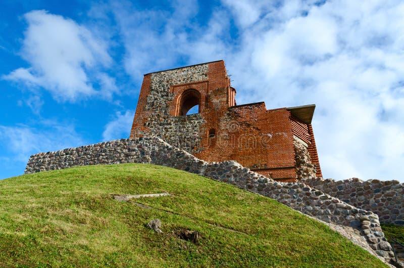 上部城堡Vilna废墟反对明亮的蓝天的 图库摄影