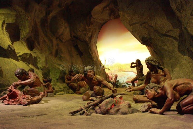上部石器时代的穴居人生活场面 免版税库存照片
