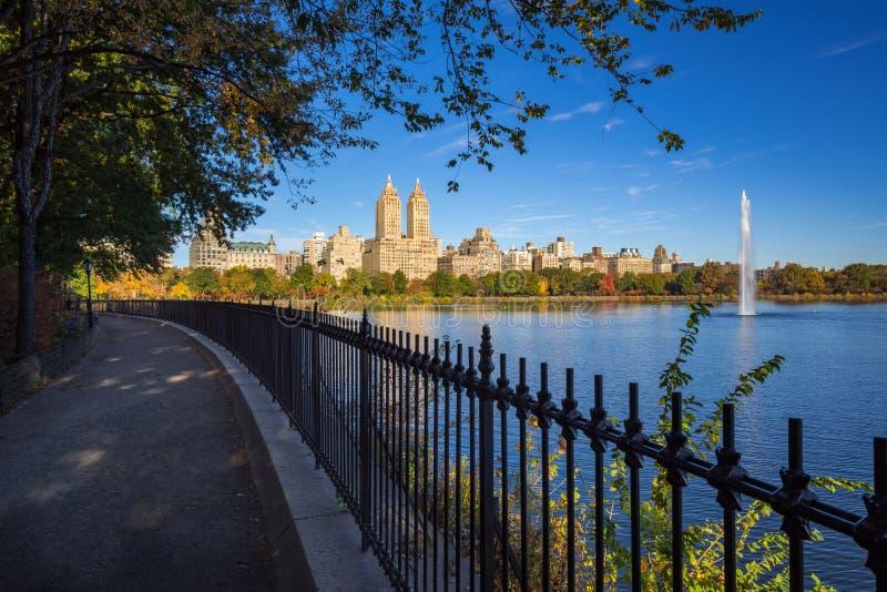 上部西侧、中央公园和杰奎琳・肯尼迪水库 城市曼哈顿纽约 库存照片