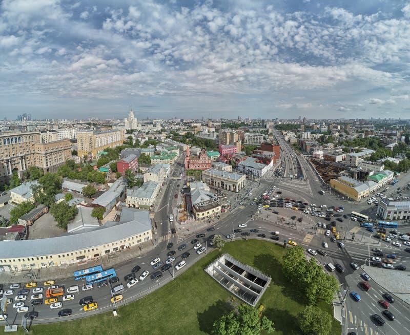 上部Radishevskaya街道,莫斯科,俄罗斯 圣尼古拉斯教会在Taganskaya广场附近的城市的历史的部分的 图库摄影