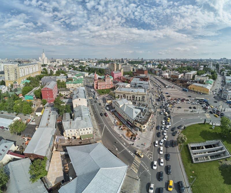 上部Radishevskaya街道,莫斯科,俄罗斯 圣尼古拉斯教会在Taganskaya广场附近的城市的历史的部分的 免版税图库摄影