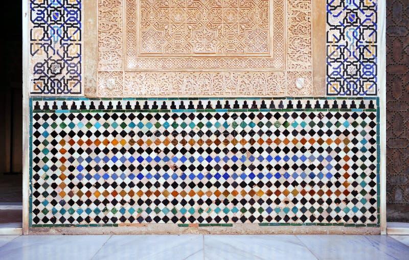 给上釉的瓦片, azulejos,阿尔罕布拉宫宫殿在格拉纳达,西班牙 免版税库存照片