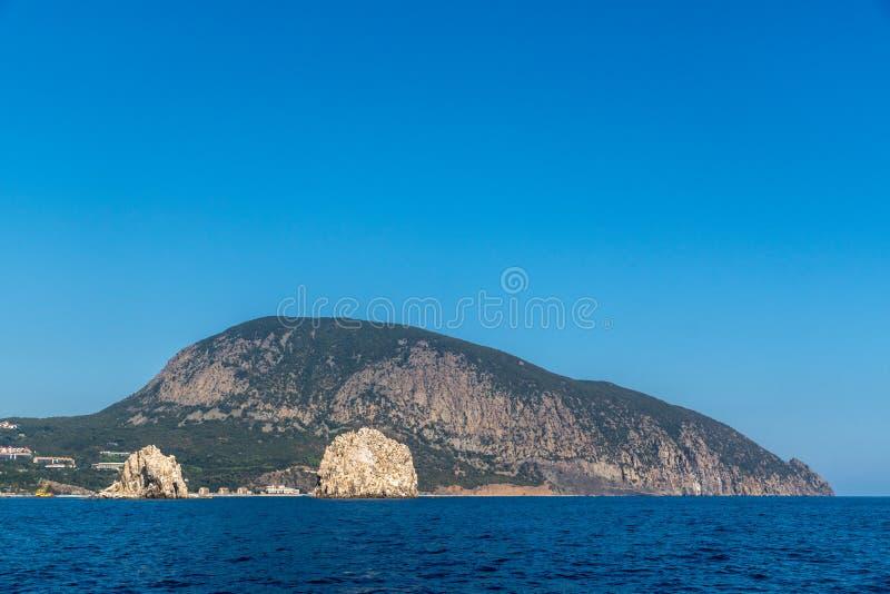 登上Ayu Dag和岩石Adalary看法  免版税库存照片