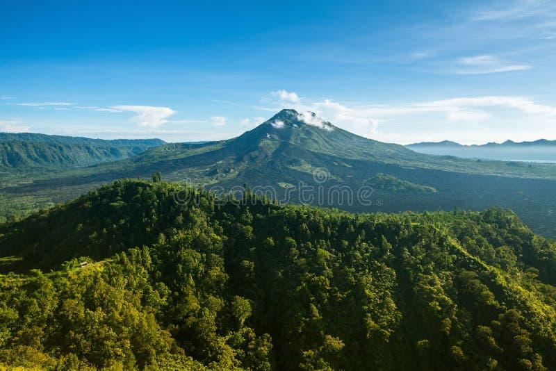 登上Batur (Gunung Batur) -活火山看法在巴厘岛 免版税库存照片