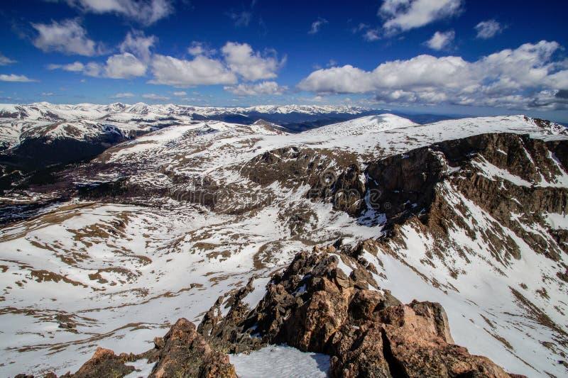 登上Bierstadt峰顶  免版税图库摄影