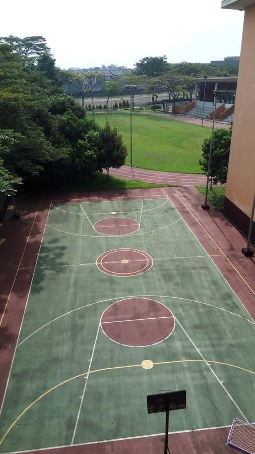 下午篮球场 免版税库存图片