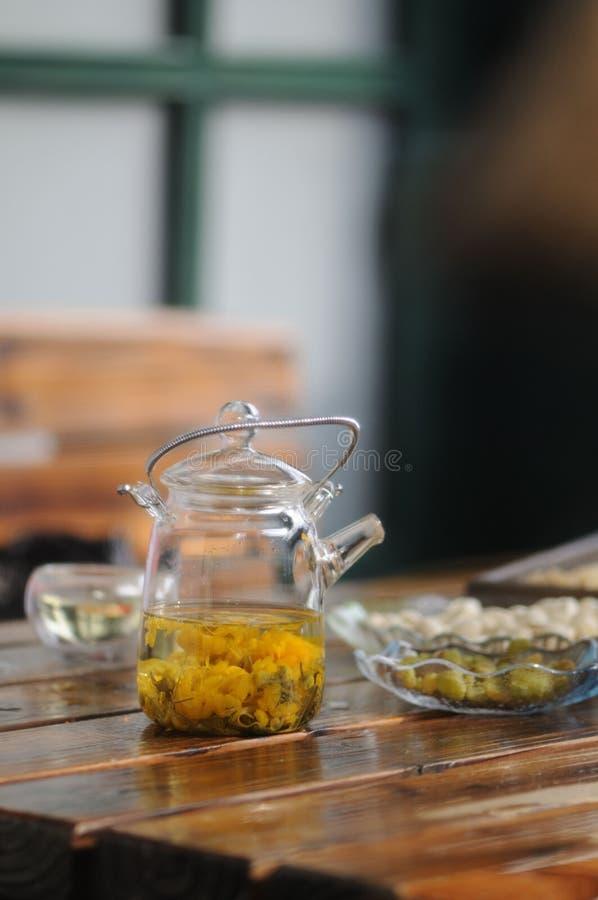 下午teaï ¼ Œchrysanthemum茶 免版税库存图片