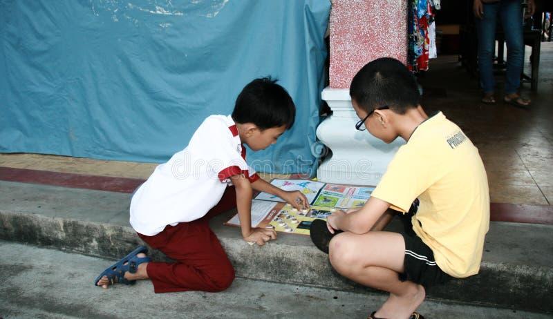 下在hoi的孩子棋一个古镇,越南 库存照片