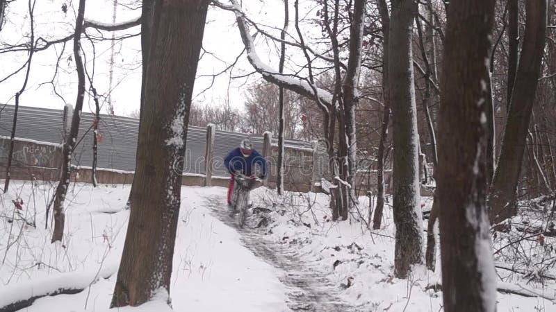 下坡在登山车 股票视频