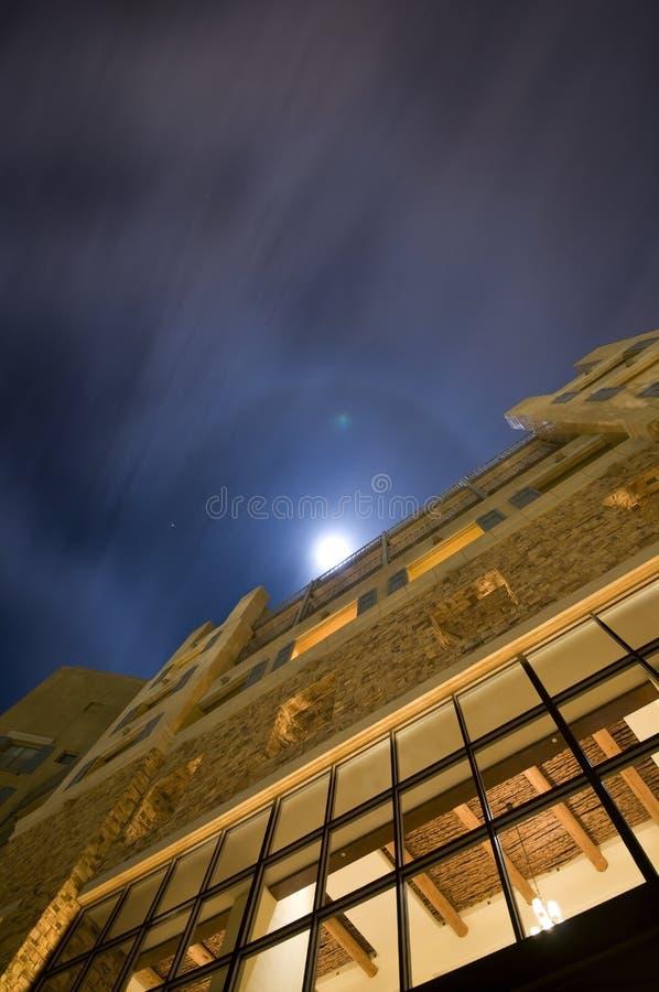 下大厦月光
