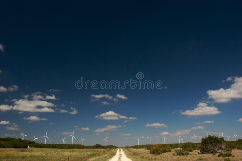 下来国家(地区)农场马路风 库存照片