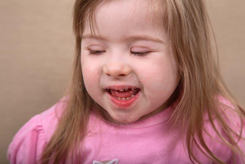 下来女孩愉快的综合症状 免版税库存照片