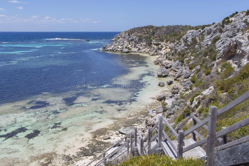 下来的台阶在Rottnest海岛,澳大利亚西部,澳大利亚靠岸 库存照片