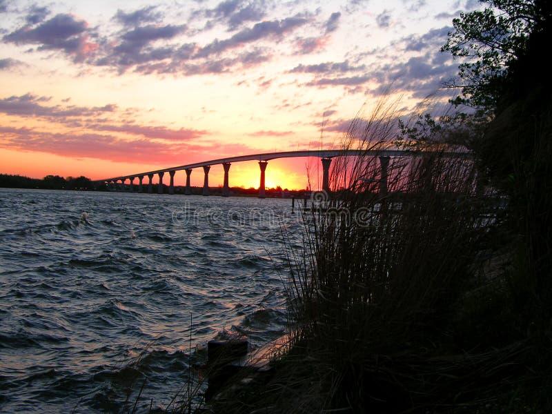 下桥梁日出 免版税库存照片