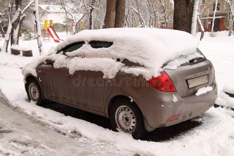 下汽车雪 免版税库存图片